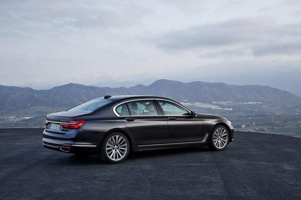 2016-BMW-7-Series-New2